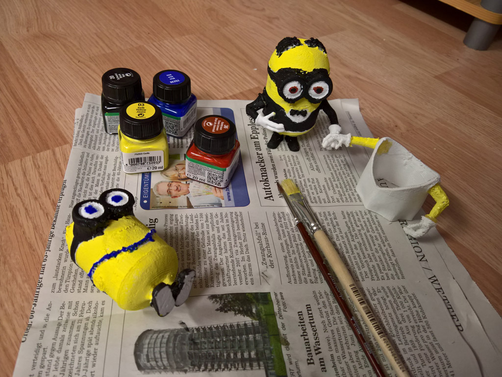Minions characters at the marriage cake at PatchWork3d